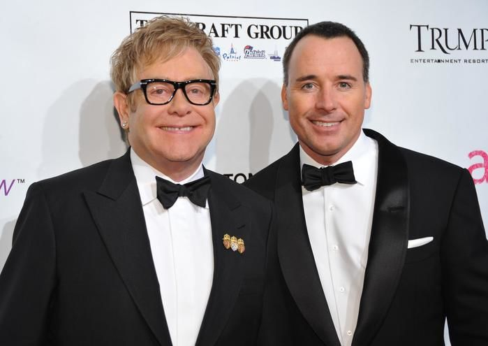 Cenas de sexo com marido de Elton John vazam, diz revista